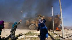 Kobani'de Türk askerine taşlı saldırı gerçekleştirdiler