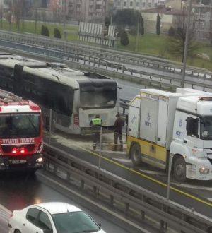 Çağlayan'da Metrobüste yangın çıktı,tarfikte aksama  var