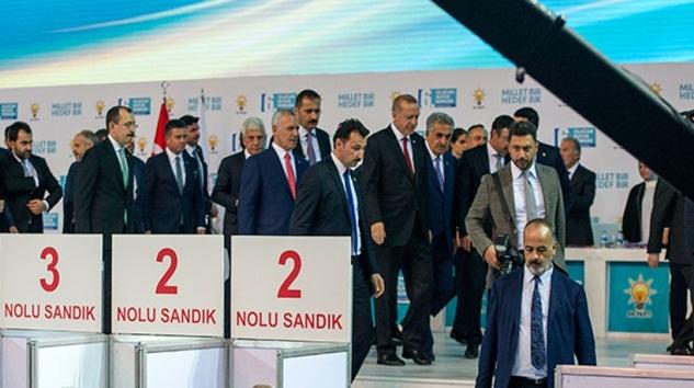 AK Parti'de beklenen Kurultay ve kongre süreçleri başlıyor