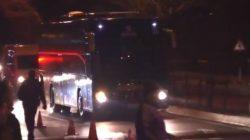 Ali Koç ve Ersun Yanal'a büyük tepki! Taraflarlar samandıra'da otobüsü taşladı