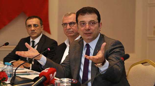 Ekrem İmamoğlu'nun küfür ettiğini savunan AK Partililer salonu terketti