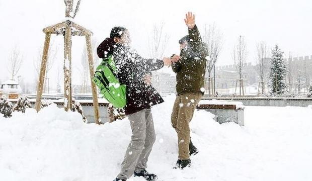 Yoğun Kar yağışları sebebiyle valiliklerden açıklama geldi o illerde okullar tatil edildi