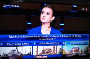 TRT 1'de ekranlara gelenbilgi yarışması 3'te 3 Tarih'in dün akşam yayılan bölümüne 'Ayasofya' detayı damga vurdu.