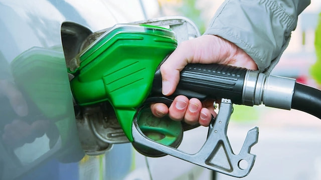 Akaryakıt ürünlerinden Benzin'de 5 kuruşluk indirime gidilecek.