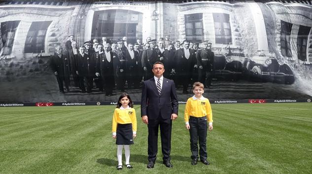 Fenerbahçe'den Görkemli 23 Nisan! Stada  dev pankart açıldı