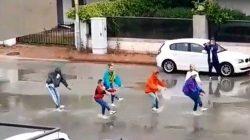 Sokağa çıkma yasağını dans ederek ihlal ettiler!