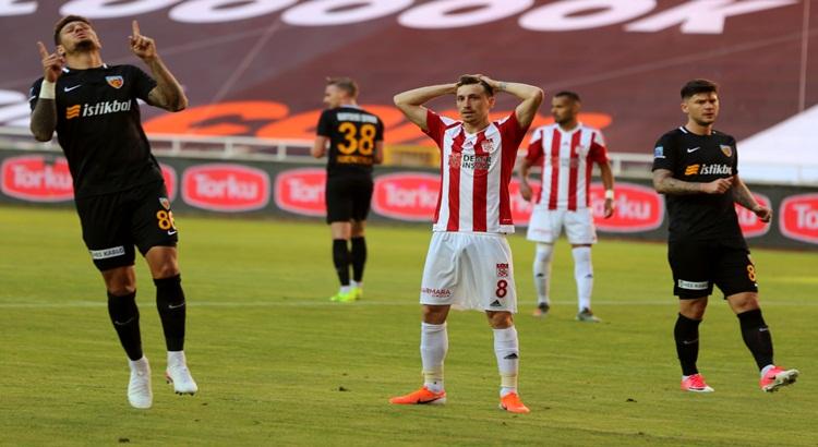 Sivasspor kendi sahasında Kayserispor'a mağlup oldu