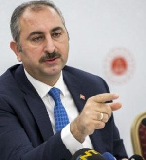"""Adelet Bakanı Abdulhamit Gül, """"torpil yok"""" diyemedi!"""