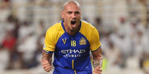Al Nasr'da forma giyen Maicon, Galatasaray'a resmen geri döndü