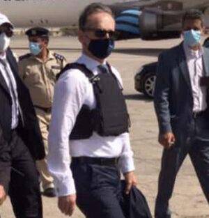 Alman Bakan Heiko Maas Libya'ya Çelik yelekle iniş yaptı