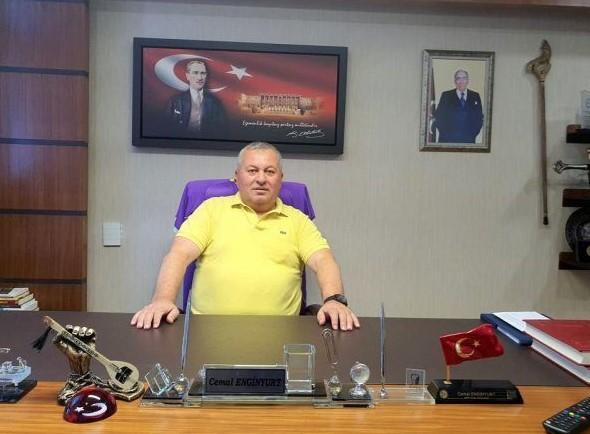 Öte yandan Cemal Enginyurt'un partiden ihraç edilmesinin ardından geçtiğimiz günlerde TBMM'deki odasından paylaştığı bir fotoğraf olay olmuştu. Sosyal medyadan paylaşılan fotoğrafta Enginyurt'un MHP LideriDevlet Bahçeli'nin fotoğrafını kaldırdığı onun yerine MHP'nin kurucusu Alparslan Türkeş'in fotoğrafını astığı görülmüştü.