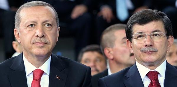 Partisinin il başkanları toplantısında konuşanAhmet Davutoğlu, kendisinin baskılara rağmen başbakan ve cumhurbaşkanı olduğunu söyledi ve Cumhurbaşkanı Recep Tayyip Erdoğan'ın bu baskıları unutarak kendisini engellediğini ve baskı kurduğunu öne sürdü.