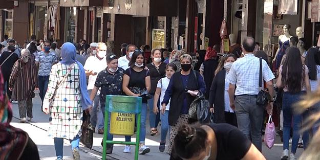 Koronavirüs vakalarının tavan yaptığı Gaziantep'te çarşılar yoğun