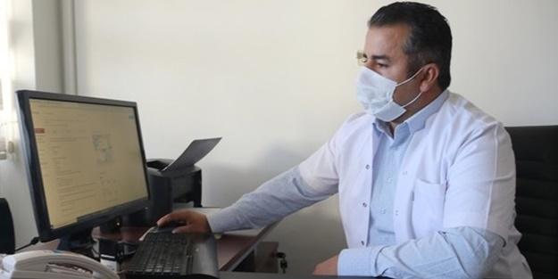 Sinovac firmasının geliştirdiği CoronaVac aşısının Türkiye'deki Faz-3 çalışmalarında gönüllü yer alan Doç. Dr. Yolbaş, bir ay önce aşı yaptırdı. Tek doz uygulanan aşıdan 3 hafta sonra test yaptıran Yolbaş'ta, koronavirüse (Kovid-19) karşı yeterli düzeyde antikor oluştuğu belirlendi.