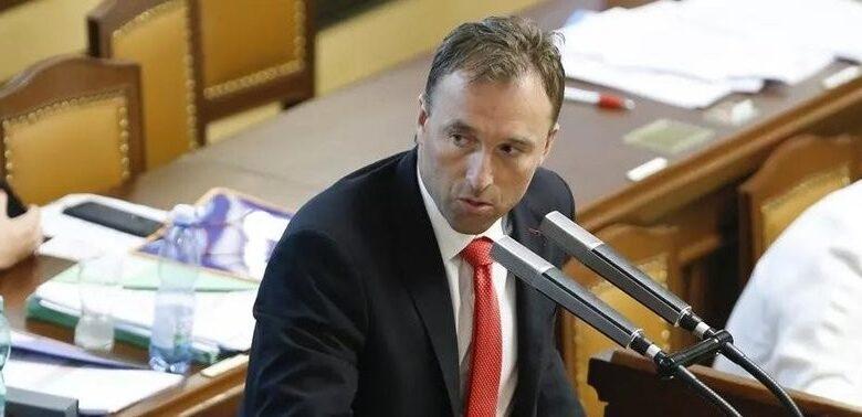 Çekya'da Korona kısıtlamasını ihlal eden milletvekili istifa edeceğini açıkladı