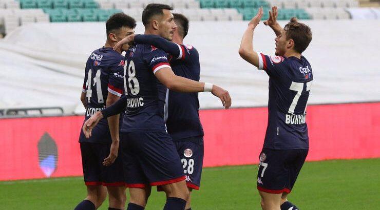 Antalyaspor Ziraat Türkiye Kupasında Bursaspor'u farklı geçti