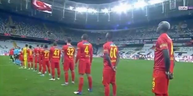 Göztepe'de takımın başına geçenÜnal Karaman, İzmir ekibinin teknik direktörü olarak ilk maçında Beşiktaş deplasmanında boy gösterdi.
