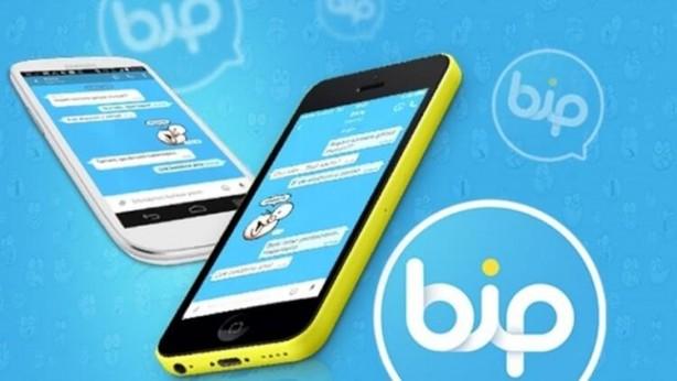 VATANDAŞLAR AKIN AKIN YERLİ UYGULAMAYA GEÇİYOR - WhatsApp'ın kullanıcılarını güncellenen koşulları kabul etmeye zorlamasıyla birlikte, Türkiye'deki kullanıcıların yerli mesajlaşma uygulaması BiP'e ilgisinde ciddi artış oldu. Turkcell'in paylaştığı verilere göre, bir günde 100 bin kişi BiP'i cep telefonlarına yükledi.
