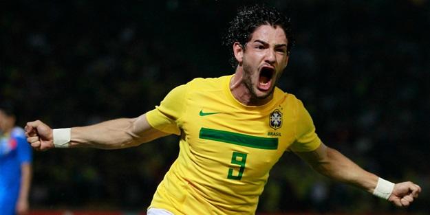 Cicinho, Alexandre Pato'ya  Sivasspor'a gitmesini tavsiye etti