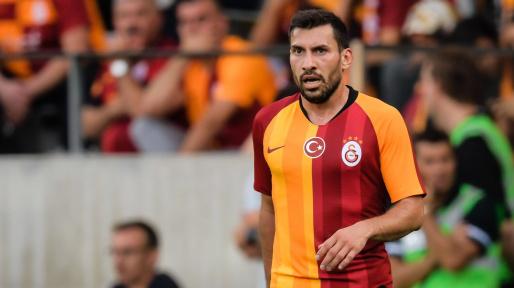 Galatasaray Beşiktaş derbisinde Şener Özbayraklı sakatlandı
