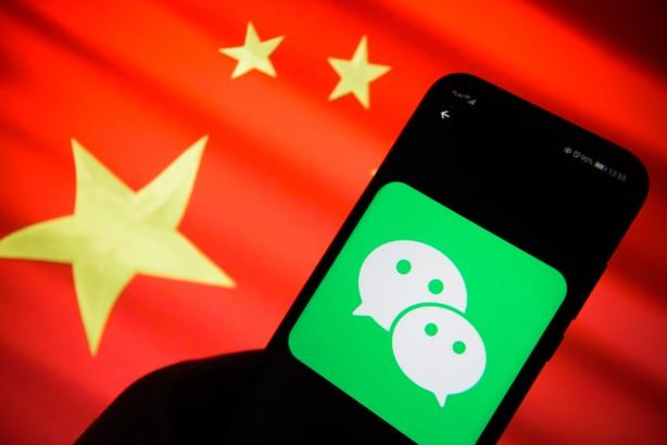 WeChat - Android ve iOS uygulaması olarak sunulan WeChat, Windows, Mac ve web tarayıcısı üzerinden de kullanılabiliyor. WeChat, Çin'deki en popüler sohbet uygulaması. WhatsApp'taki gibi telefon numarasını ve doğrulama kodunu kullanarak aktif edilebiliyor. Dosyaları paylaşımı, konum paylaşımı, ücretsiz olarak sesli ve görüntülü görüşme imkanlarının tümünü sağlıyor. Öte yandan WeChat'in, WhatsApp gibi verileri kullandığı da öne sürülüyor.