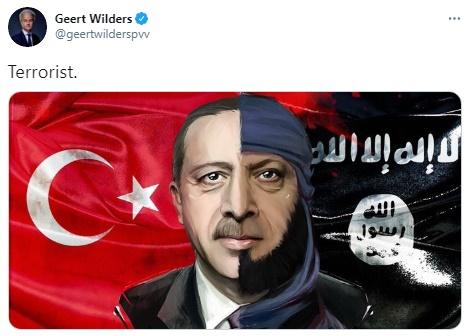 """""""Hollandalı ırkçı vekil Geert Wilders'ın, Sayın Cumhurbaşkanına yönelik yaptığı hedef gösterici çirkin paylaşımına karşı 'ölü taklidi' yapmaktadır. Görüldüğü üzere """"özgürlükçü"""" bir platform olan Twitter'ın, Türkiye aleyhine yapılan paylaşımlara izin verdiği fakat Türkiye'deki devlet erkanının kendi değerlerini ve vatandaşlarını korumaya dönük attığı tweetleri engellemektedir. Bu ve benzeri dijital faşizm uygulamaları, dijital iki yüzlülük olarak değerlendirilebilir."""""""
