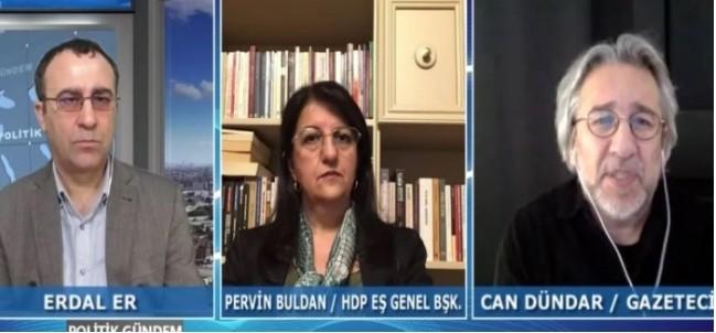 """Terör propagandası amacıyla kurulan televizyonda, PKK'nın sözde üst düzey yöneticisiDuran Kalkan, KCK'nın sözde yürütme konseyi üyesi Zübeyir Aydar, KJK sözde koordinasyonüyesi Zerin Rukengibi çok sayıda teröriste sık sık yer verilirkenyayın organıterör örgütünün sesi haline geldi. Türk ordusundan """"düşman"""" ve""""işgalci""""olarak söz edilen kanalda, şehit olan Mehmetçik için """"öldürüldü"""" ifadesi kullanılıyor."""