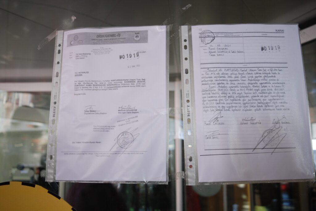 Genel İş Sendikası ile Kartal Belediyesi arasında toplu iş sözleşmesi görüşmelerinde anlaşma sağlanamaması üzerine, belediye binası girişine grev kararı asıldı.