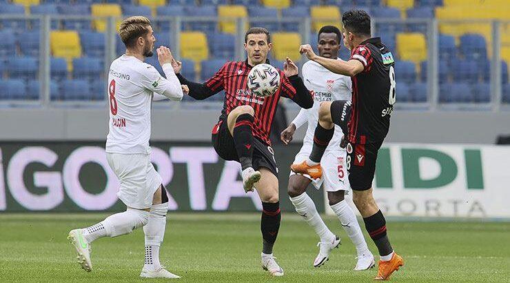 Sivasspor Süper lig'de Ankara'da Gençlerbirliği'ni farklı mağlup etti
