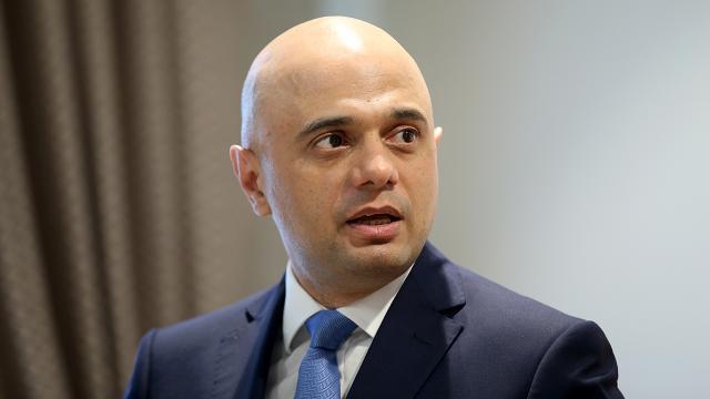İngiltere Sağlık Bakanı Koronavirüs söyleminden çark edip bakın ne dedi
